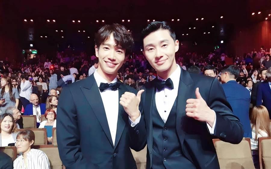 朴敘俊(右)日前也曾和劉以豪(左)合照。(圖/伊林娛樂提供)