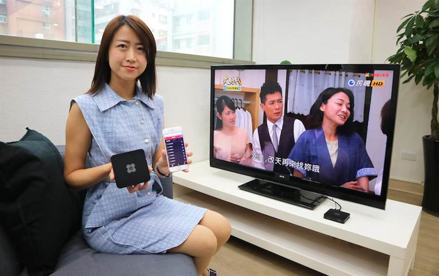 OVO共同創辦人暨營運長洪瑞敏宣布與民視四季線上合作推出「四季線上電視盒」,首創跨螢收看。(圖/業者提供)