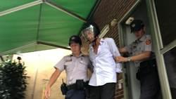 台南水災戶總統府前揮刀亂舞 被憲兵壓制喊愛蔡英文