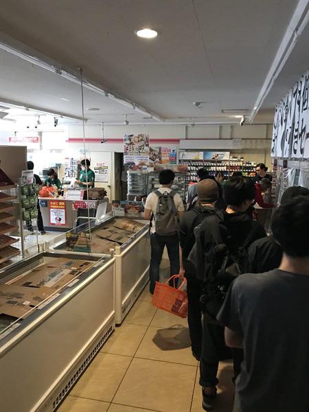 「屍速」北海道!超商貨架被掃空 大街湧現喪屍潮