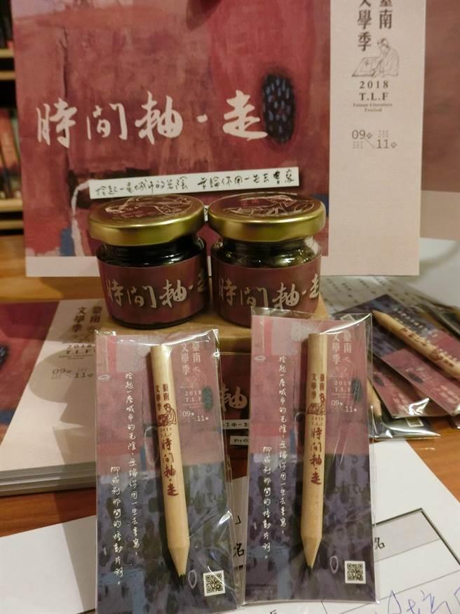 台南文學季今年首度結合東山咖啡、龍眼果乾及家齊中學餐飲管理科,開發專屬咖啡果醬紀念品,為在地物產創造更多生機。(曹婷婷攝)