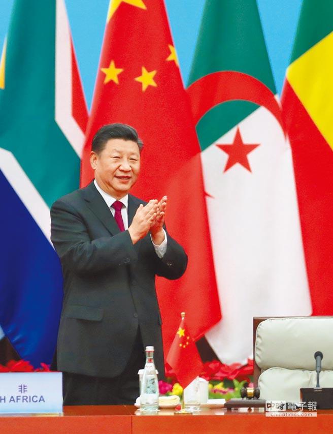 9月4日,中非合作論壇北京峰會圓桌會議在北京人民大會堂舉行,大陸國家主席習近平主持第一階段會議。(新華社)