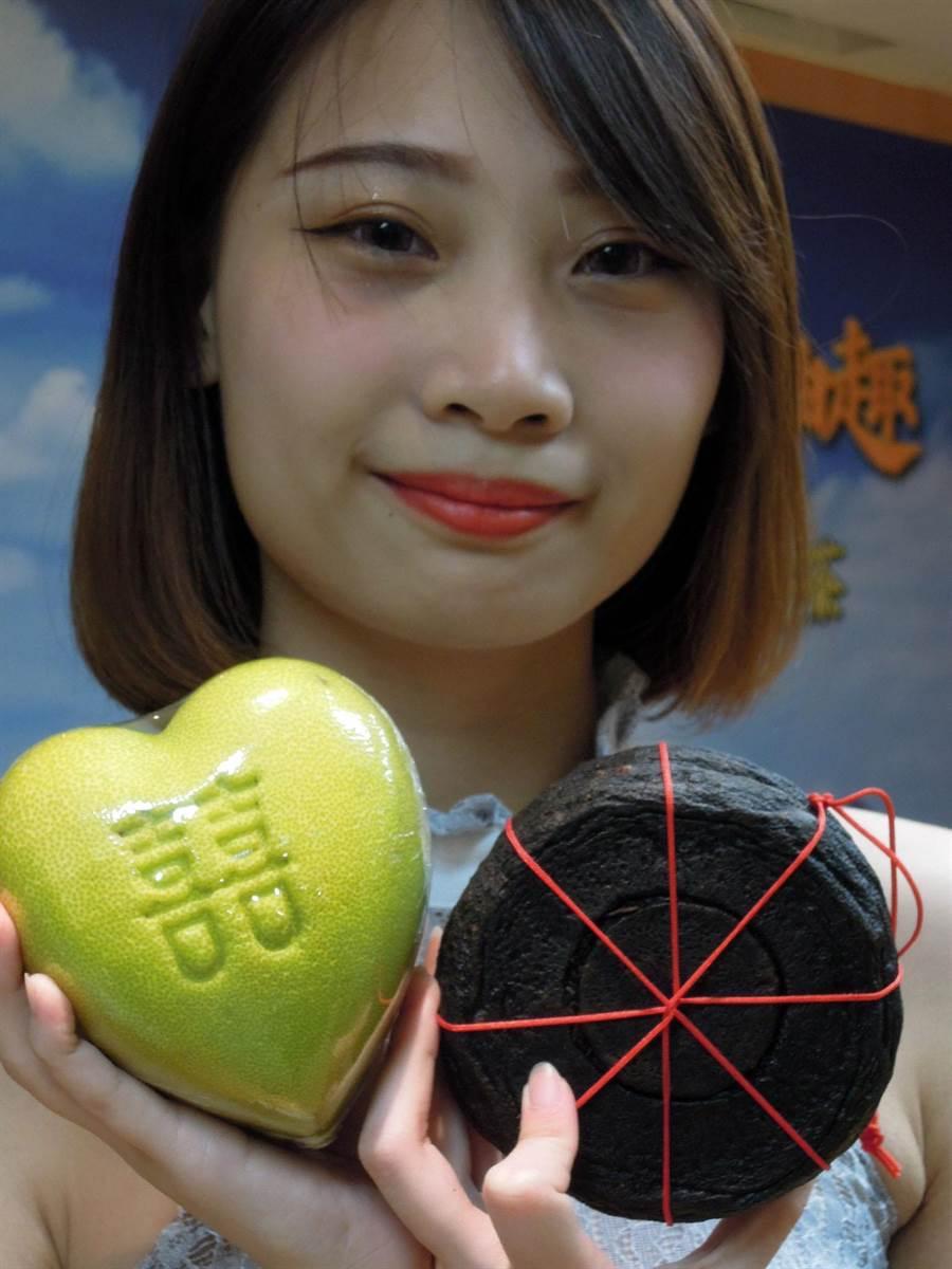 今年八里文旦柚結合三峽蜜香紅茶推出手工柚子茶,同時也有每顆要價380元的心型柚子可選購。(陳俊雄攝)