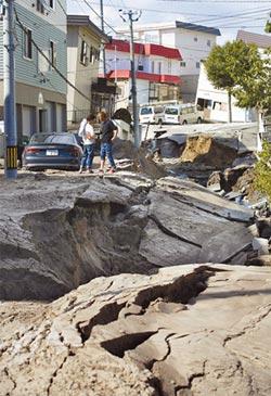 北海道7級強震!山崩埋村 交通癱瘓