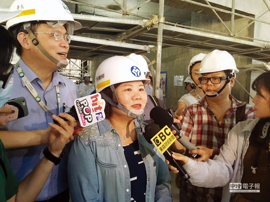 勞動部長許銘春昨表示,10月起上市櫃公司若違反勞基法,最低裁罰金額將從新台幣5萬元起跳。圖/中央社