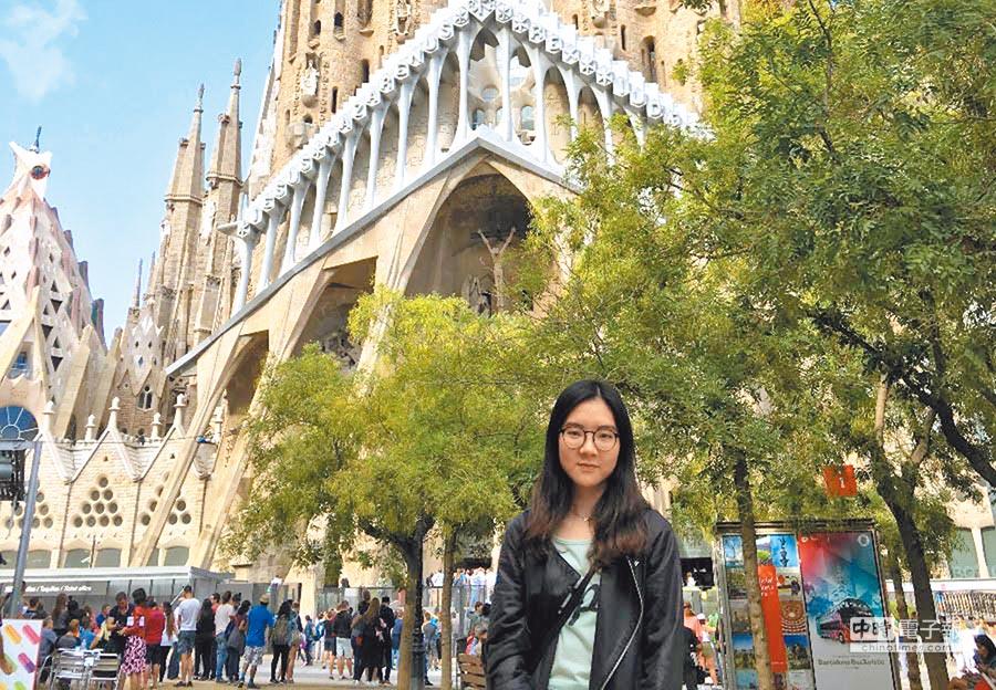 蕭暄十分喜愛歐洲的環境,會趁著假日到處走走,圖為巴黎聖心堂。(蕭暄提供)
