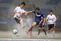 影》雷雨特報淹大水 木蘭女足聯賽照樣踢完90分鐘