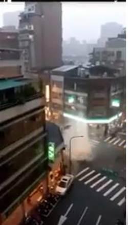 駭人暴雨 西門町人孔蓋水柱如火山爆發 噴衝超過3層樓