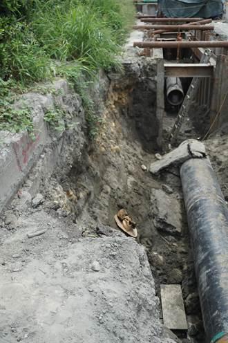 中油梧棲工安意外 土石活埋工人釀1死1命危