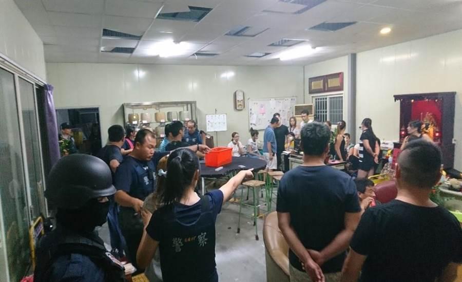 彰化縣警局掃蕩六合彩賭博及網路簽賭等案件。(吳敏菁翻攝)