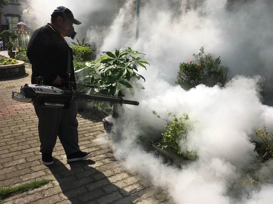 彰化縣衛生局再次到大同國中進行大消毒。(彰化縣衛生局提供)
