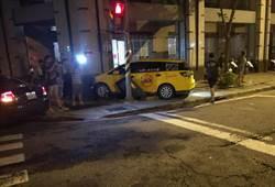 酒駕見警察加速逃逸 奧迪撞上小黃成廢鐵