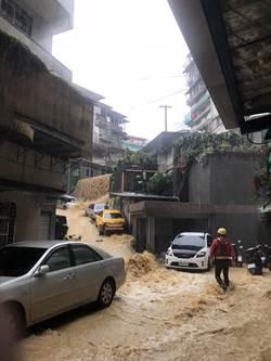 「雨神同行」淹基隆 林右昌:比照颱風災損補助