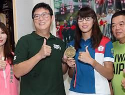 台北市長參選人姚文智拜訪亞運女子拳擊銅牌得主黃筱雯