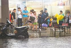 豪雨淹台北 丁守中三問柯文哲 雨水下水道維護不用心