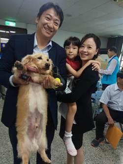 狗兒子「比魯」 魏嘉賢參選登記必帶他