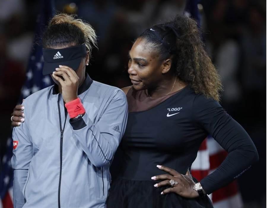 大坂直美(左)在美網決賽打敗小威,摘生涯首座大滿貫。(美聯社)