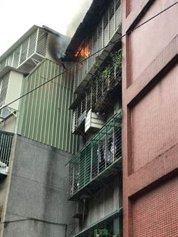 北市信義區公寓火警  救出1女疏散14人