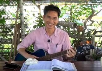 雲林》拿著吉他選鄉長 戴進隆高唱《台西不一樣》