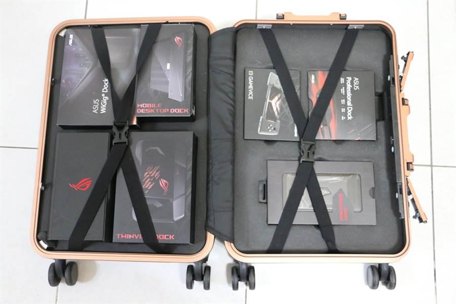 華碩ROG Phone全配加贈的行李箱開啟後與內部配件。(圖/黃慧雯攝)