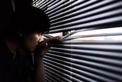 她問卦「男友偷看女鄰居正常嗎」 網驚:快逃啊!