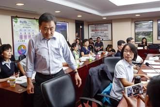 陳景峻出席市場改建報告 提前離席引發議員論戰