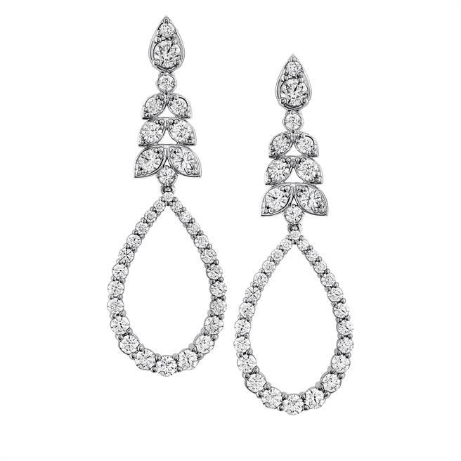 HEARTS ON FIRE的Aerial鑽石耳環,58萬5000元。(HOF 提供)