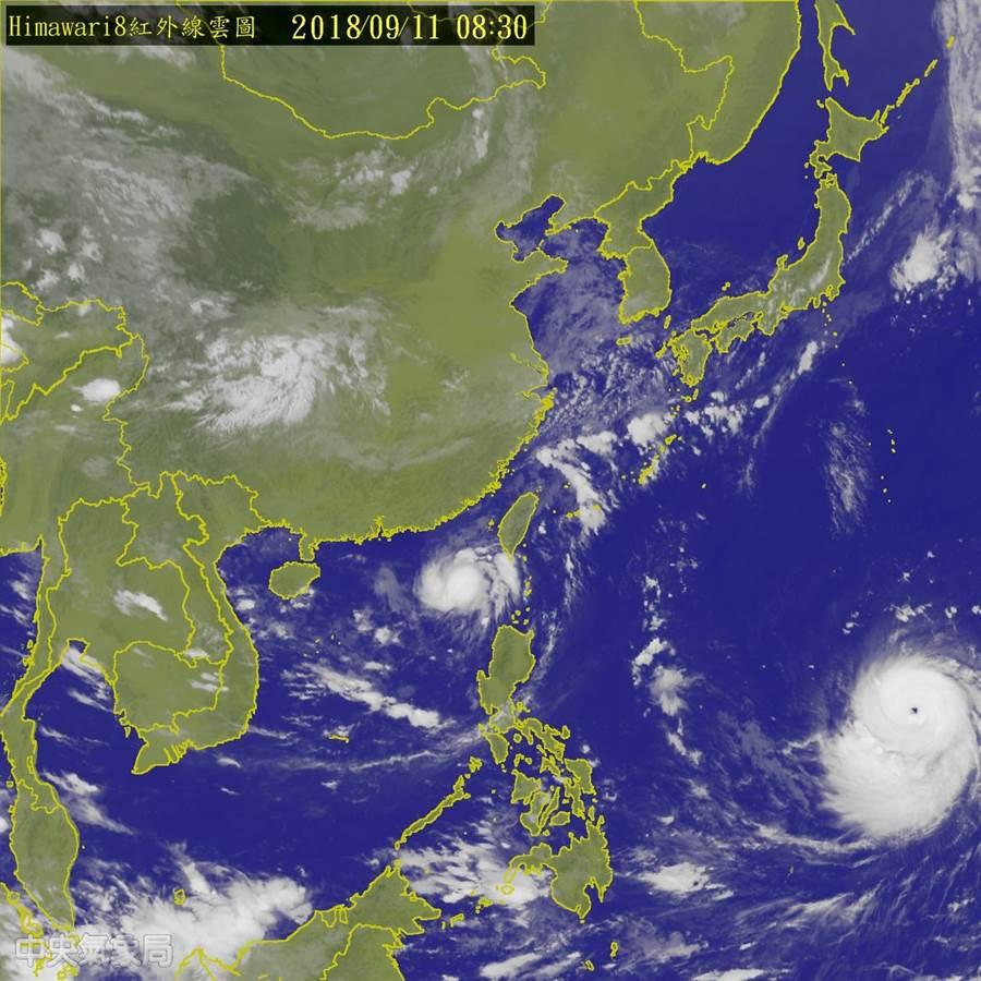 山竹颱風(右下角)與熱帶低壓(台灣西南方海上)的位置圖。(圖/取自氣象局網站)