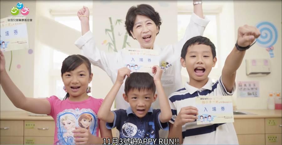 瑞信路跑宣傳片拍攝片場花絮,陳佩琪醫師超親大方分享孩子的成長注意事項。