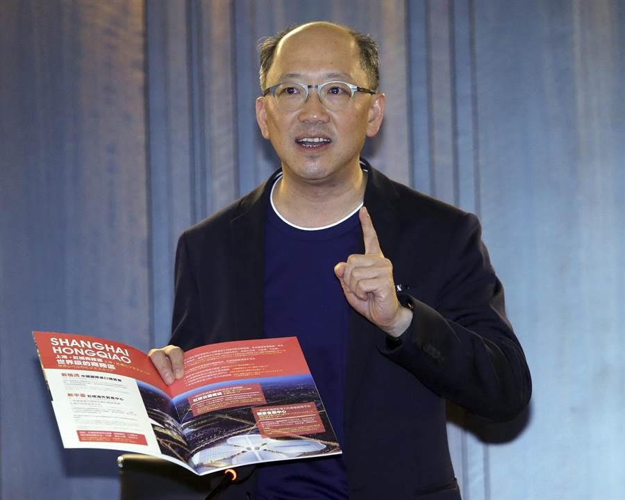 麗寶集團今日由上海房地產開發總經理陳志鴻向媒體說明。(趙雙傑攝)