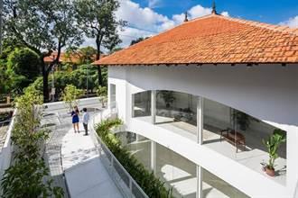 磚房加天井,打造城市中的休憩綠洲