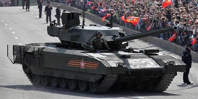 俄國T14戰車雖量產數量不明,但新的裝備仍在研發,預計將有性能更好的砲射飛彈。(圖/美聯社)