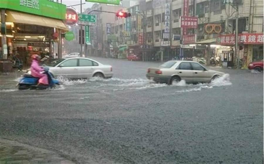 台南市安南區每逢大雨必淹水。(圖/台南市水利局提供)