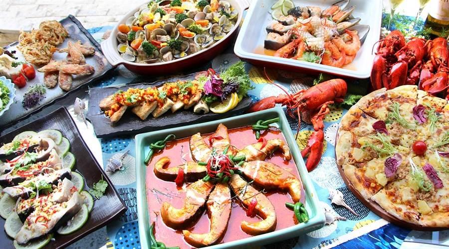 台中林酒店1樓森林百匯,午、晚餐時段提供300道精緻佳餚。(圖/林酒店)