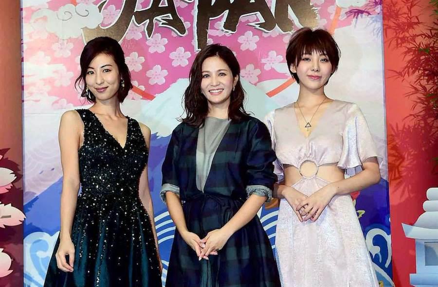 大久保麻梨子(左起)、吳怡霈與特蕾沙主持旅遊節目。(圖片提供:華視)