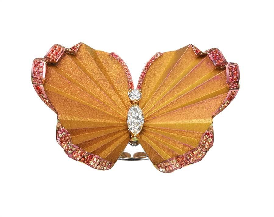 蕭邦Red Carpet系列蝴蝶鈦金鑲黃色剛玉胸針,63萬元。(Chopard提供)