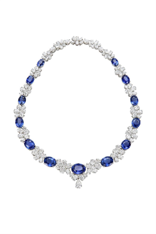 蕭邦近3億元的藍寶石套組,含項鍊手鍊耳環和戒指,不能分開販售。(Chopard提供)