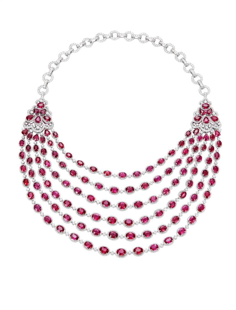 蕭邦逾1.3億元的紅寶石套組,含項鍊手鍊耳環和戒指,不能分開販售,圖為紅寶石項鍊。(Chopard提供)