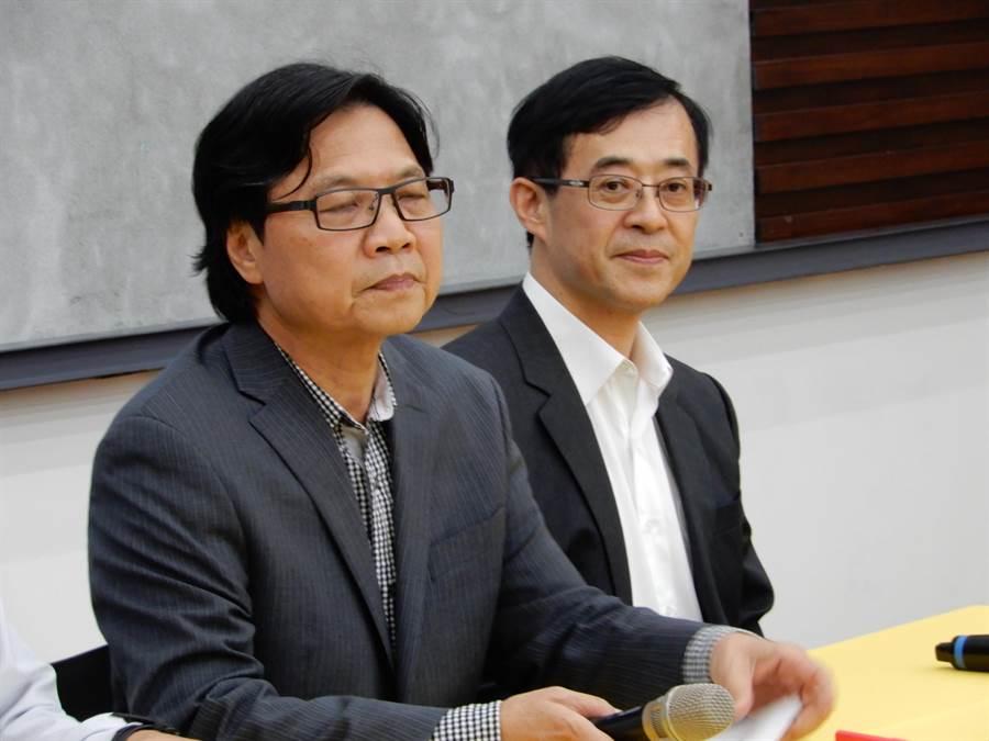 教育部长叶俊荣今天召开记者会(左),要求台大重启校长遴选。(林志成摄)