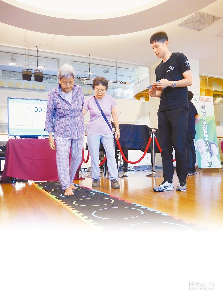 研究顯示,透過積極運動、健腦訓練能延緩失智退化程度。(元智大學老人福祉科技研究中心提供)