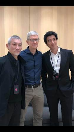 王力宏搶頭香 狂讚蘋果新機「超大超漂亮」