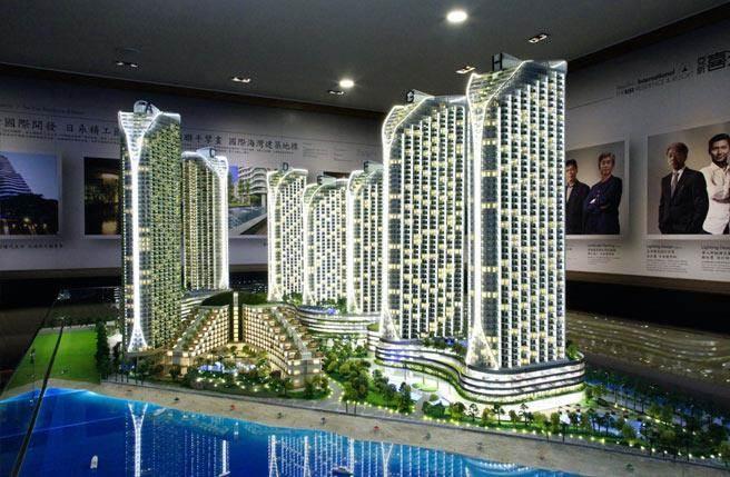 「亞昕喜來城」佔地約3萬坪,包含八棟住宅、喜來登飯店、休閒俱樂部、花園、商場等,為馬六甲海濱新區指標開發案。(圖為建築模型)