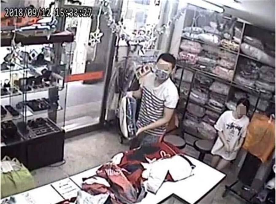 變態蔡姓男子猥褻洗衣店漂亮女店員,警方循監視器迅速逮補歸案。(吳岳修翻攝)