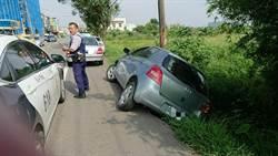 民眾車輛卡邊坡動彈不得 警緊急救援
