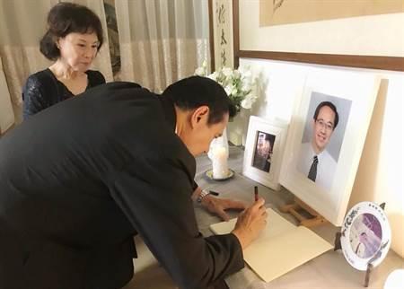 馬英九弔唁楊偉中  網友回應兩極化