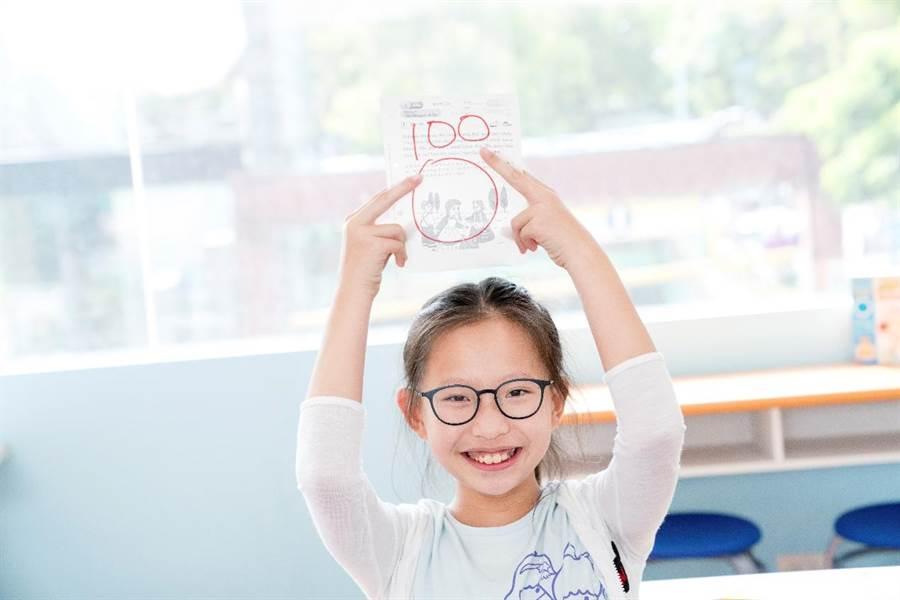 KUMON幫助孩子在學習中更有成就感,也更加享受學習。(圖/KUMON提供)