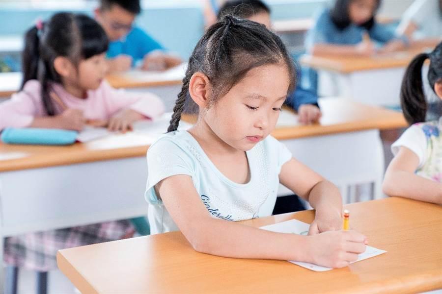 KUMON幫助孩子奠定紮實的基礎,並培養自學自習的能力。(圖/KUMON提供)