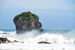 山竹影響 鵝鑾鼻現3.5米長浪