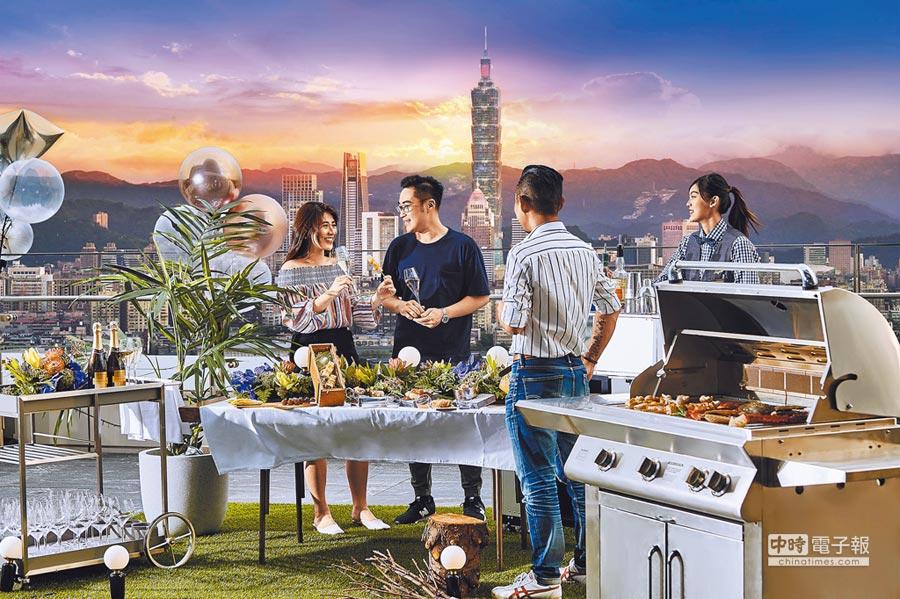 台北萬豪酒店INGE'S Bar & Grill今年首度舉辦中秋高空烤肉派對。(台北萬豪酒店提供)