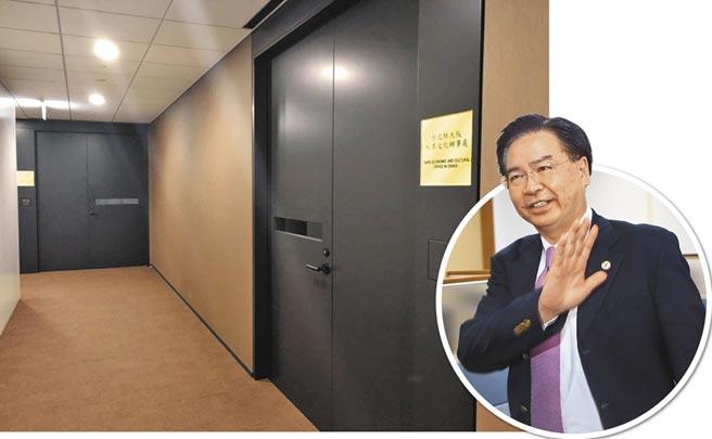 外交部長吳釗燮(右,本報資料照片)反擊,別在傷口撒鹽。後圖為我駐大阪辦事處,業務仍正常進行(黃菁菁攝)。